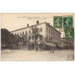 carte postale ancienne 69 VILLEFRANCHE-SUR-SAÔNE. Café du Château d'Eau sur la Place 1911