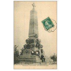 carte postale ancienne 72 AUVOURS. Le Monument avec personnage assis 1912