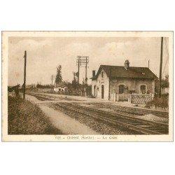 carte postale ancienne 72 CRISSE. La Gare et Passage à niveau