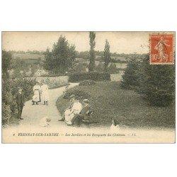 carte postale ancienne 72 FRESNAY-SUR-SARTHE. Jardins et Remparts du Château belle animation