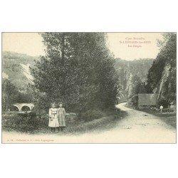 carte postale ancienne 72 SAINT-LEONARD-DES-BOIS. Fillettes vers les Gorges