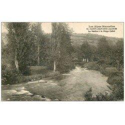 carte postale ancienne 72 SAINT-LEONARD-DES-BOIS. Personnage sur Pont Forge Collet