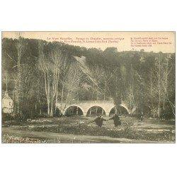 carte postale ancienne 72 SAINT-LEONARD-DES-BOIS. Personnages Passage du Chapelet