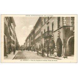 carte postale ancienne 74 ANNECY. Hôtel de Sales rue du Paquier. Vendeur ambulant de Cartes Postales