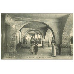 carte postale ancienne 74 ANNECY. Les Arcades au Vieux Quartier. Boucher et Enfants