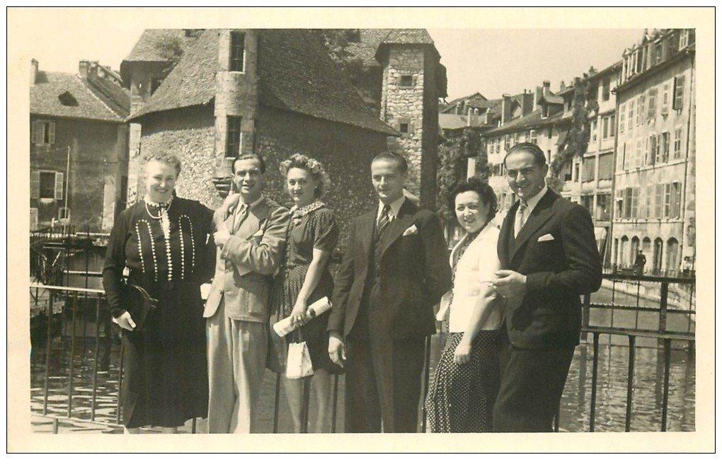 carte postale ancienne 74 ANNECY. Rare Photo d'un Groupe Palais de l'Isle Canal du Thiou