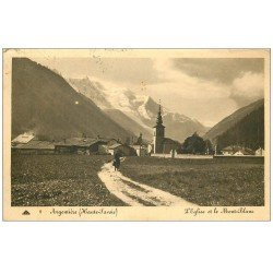 carte postale ancienne 74 ARGENTIERE. Mont Blanc et Eglise. Femme allant au Champ 1950