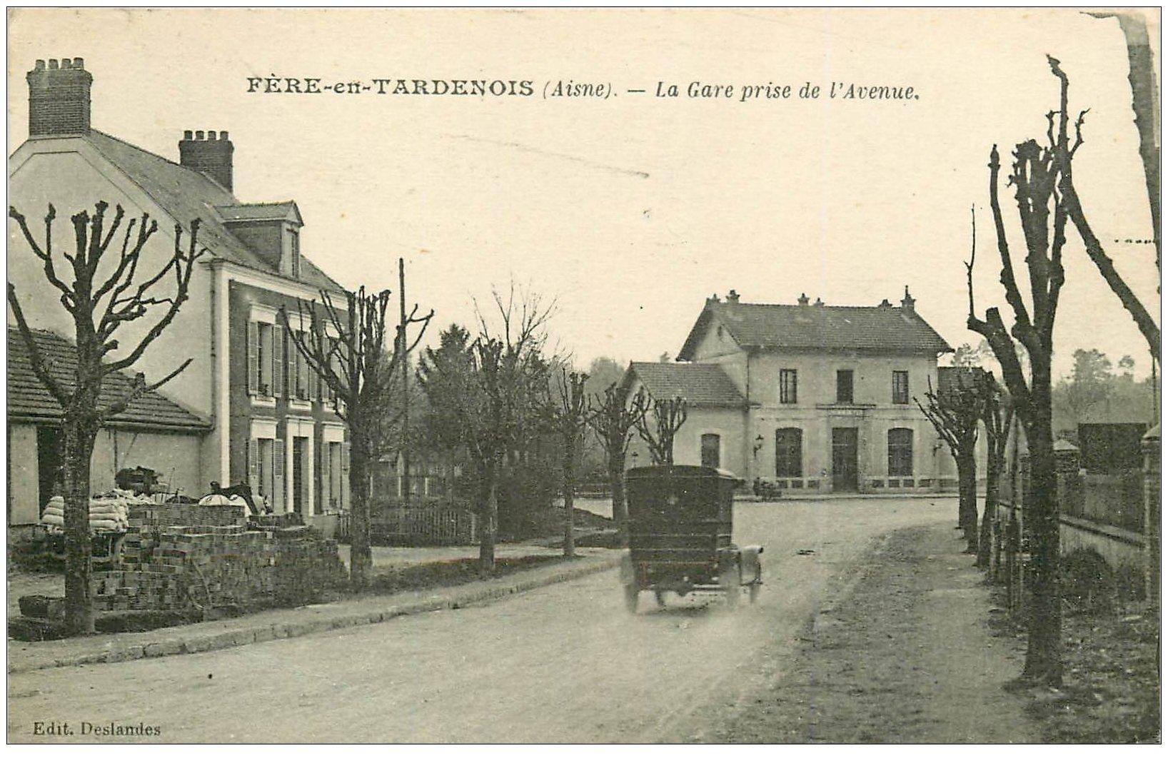 carte postale ancienne 02 FERE-EN-TARDENOIS. La Gare et l'Avenue 1931