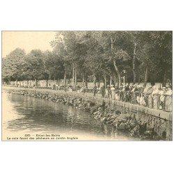 carte postale ancienne 74 EVIAN-LES-BAINS. Pêcheurs et Pêcheuse au Jardin Anglais
