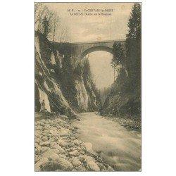 carte postale ancienne 74 SAINT-GERVAIS-LES-BAINS. Pont du Diable sur le Bonnant 1913 personnage