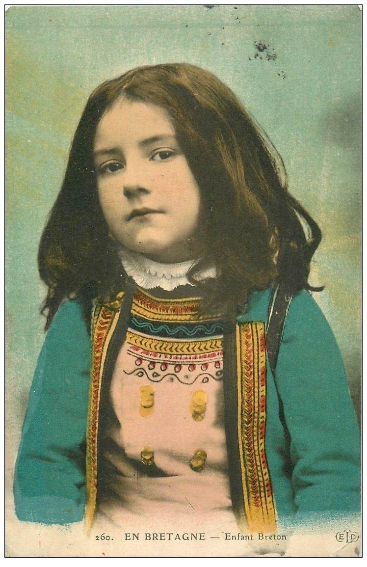 carte postale ancienne LA BRETAGNE. Enfant Breton 1911