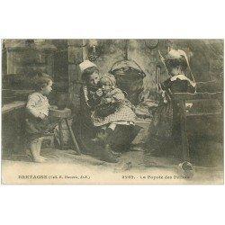 carte postale ancienne LA BRETAGNE. La Popotte des Petiots 1918