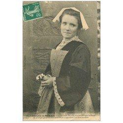 carte postale ancienne LA BRETAGNE. Morbihan une Luronne 1910