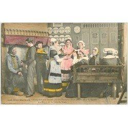 carte postale ancienne LA BRETAGNE. Réception Invités des Fiancés. Repas tête de Veau 1908