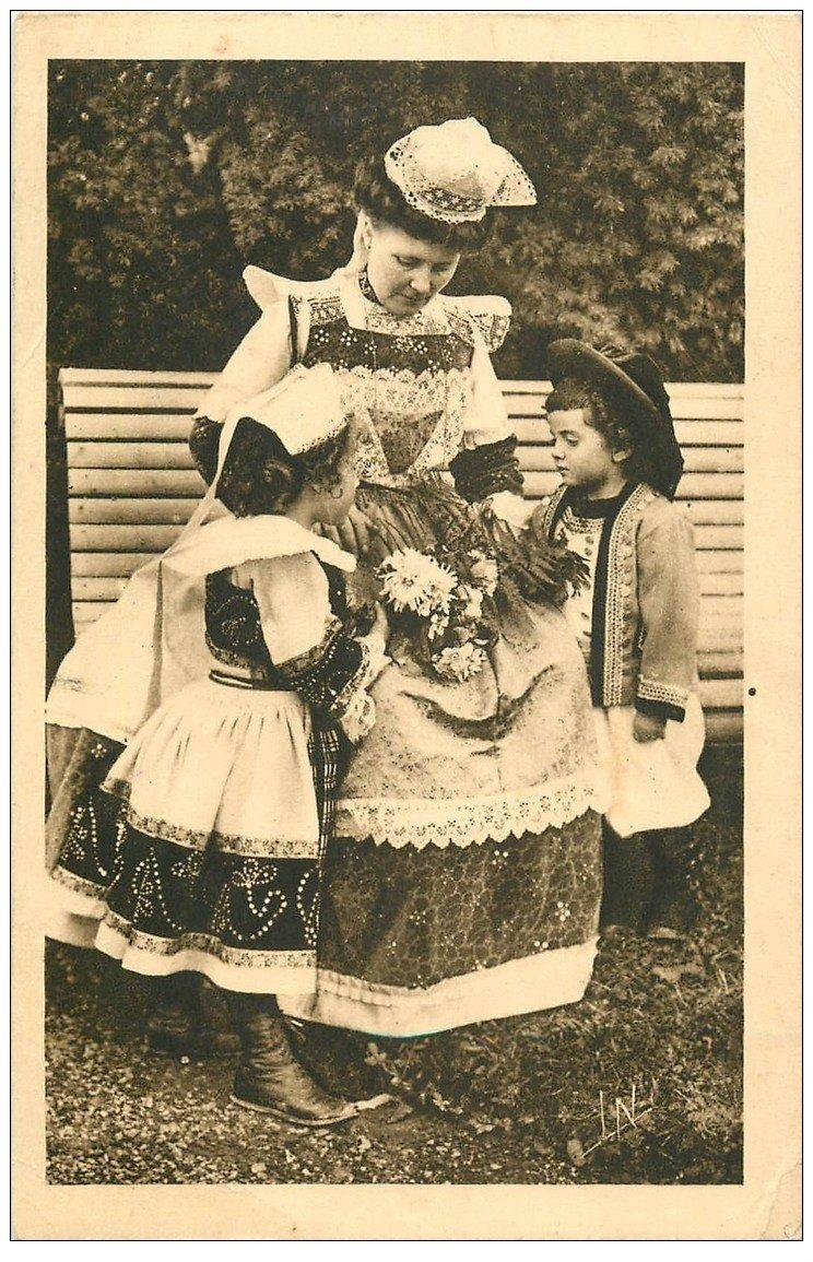 carte postale ancienne LA BRETAGNE. Tendresse de Maman Bretonne par Botrel