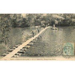 carte postale ancienne 78 SAINT-GERMAIN-EN-LAYE. Le 11° Cuirassiers passage d'une Rivière 1906