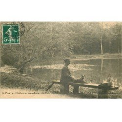 carte postale ancienne 78 SAINT-GERMAIN-EN-LAYE. La Mare aux Canes 1907. Promeneur et son Chien