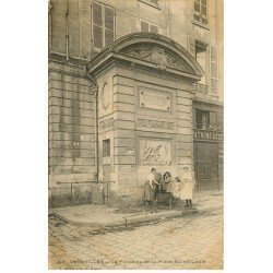 carte postale ancienne 78 VERSAILLES. Fontaine Place Saint-Louis 1903 animation