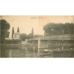 carte postale ancienne 78 BOUGIVAL. Péniche sous le Pont vers 1900. Défaut coin droit