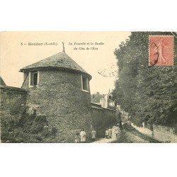 carte postale ancienne 78 HOUDAN. Tourelle Ruelle Clos de l'Ecu fillettes