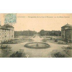 carte postale ancienne 78 LE VESINET. Cour d'Honneur 1908
