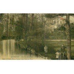 carte postale ancienne 78 LE VESINET. Cycliste aux Petites Rivières. Superbe carte toilée 1907