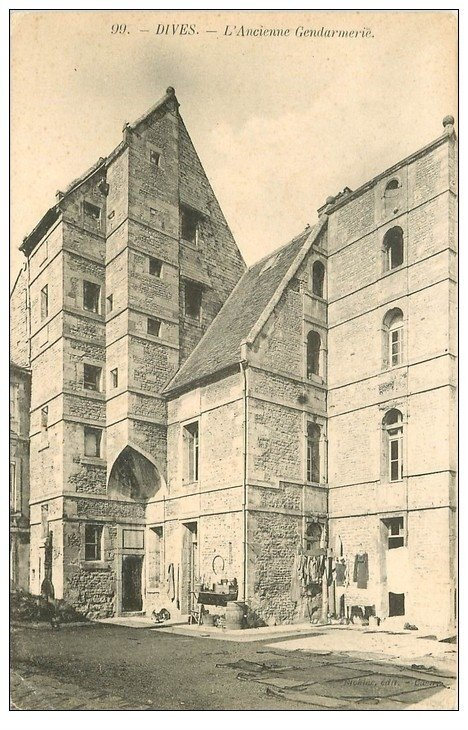 carte postale ancienne 14 DIVES. Ancienne Gendarmerie