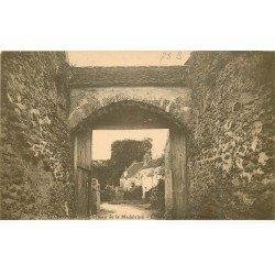carte postale ancienne 78 VALLEE CHEVREUSE. Château Madeleine Entrée et Dépendances