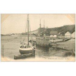 carte postale ancienne 14 DIVES. Le Port avec Bateau de Pêcheurs vers 1900