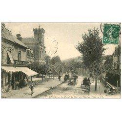 carte postale ancienne 14 DIVES. Voitures Tacots Rue de la Gare avec Tapissier 1908 Hôtel de Ville