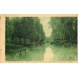 carte postale ancienne 79 COULON. Route vers la Garette. Maraîchins transportant l'herbe 1934