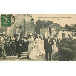 carte postale ancienne 79 LA MOTHE-SAINT-HERAY. Les Rosières revenant de l'Eglise 1913