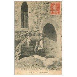 carte postale ancienne 14 FALAISE. Lavandière Laveuse à la Fontaine Arlette