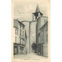 carte postale ancienne 79 PARTHENAY. Porte de l'Horloge et Café de la Place. Timbre manquant