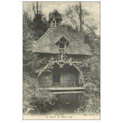 carte postale ancienne 14 FALAISE. Le Lavoir Marie Joly 1920 personnage assis