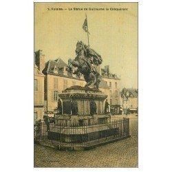 carte postale ancienne 14 FALAISE. Statue de Guillaume le Conquérant. Carte toilée impeccable