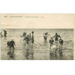 carte postale ancienne 80 CAYEUX-SUR-MER. La Pêche aux Crevettes. Poissons et Crustacés. Timbre absent