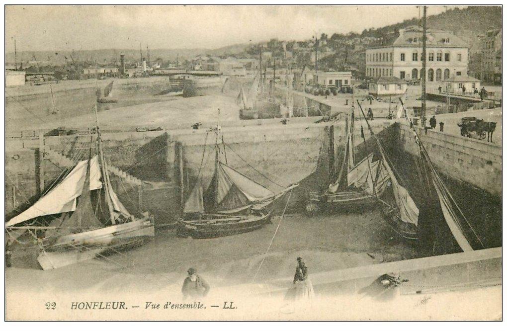 carte postale ancienne 14 HONFLEUR. Bassin vue d'ensemble 1921