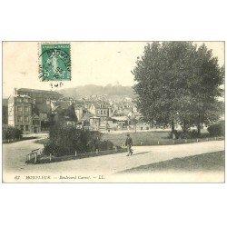 carte postale ancienne 14 HONFLEUR. Boulevard Carnot Vendeur de journaux 1909