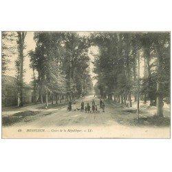 carte postale ancienne 14 HONFLEUR. Cours de la République 1916 animation