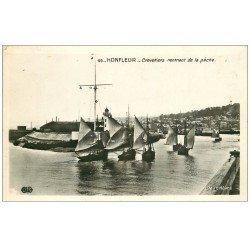 carte postale ancienne 14 HONFLEUR. Crevettiers rentrant de Pêche. Carte Photo