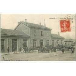 carte postale ancienne 81 CARMAUX. La Gare 1911 fiacres et diligence de la Poste