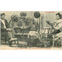 carte postale ancienne 81 CASTRES. Ouvrières Caneteuses et femme lisant son journal