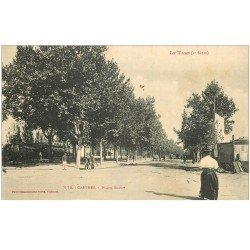carte postale ancienne 81 CASTRES. Place Soult avec Facteur à bicyclette