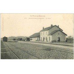 carte postale ancienne 82 BEAUMONT-DE-LOMAGNE. La Gare avec wagons 1906