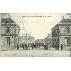 carte postale ancienne 82 MONTAUBAN. Quartier Doumerc du 10 Régiment de Dragons 1909. Cavaliers et Militaires