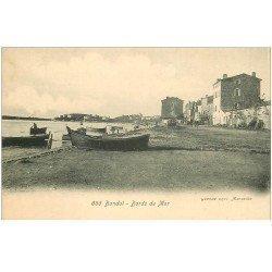 carte postale ancienne 83 BANDOL. Bords de Mar avec barques de Pêcheurs