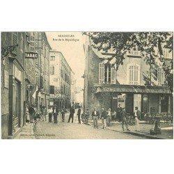 carte postale ancienne 83 BRIGNOLES. Rue de la République Tabac et Grand Bar
