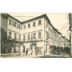carte postale ancienne 83 DRAGUIGNAN. La Mairie animation 1915