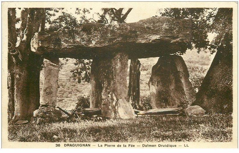 carte postale ancienne 83 DRAGUIGNAN. La Pierre de la Fée Dolmen Druidique 1933 Menhir